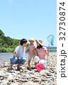 家族 川遊び 河原の写真 32730874