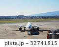 航空機を滑走路へ 32741815