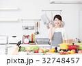 料理 女性 キッチンの写真 32748457