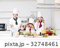シェフ コック 職場体験 料理 料理教室 料理 家族 親子 子供 白バック 32748461