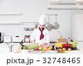 料理 女性 キッチンの写真 32748465