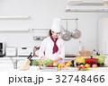 料理 女性 キッチンの写真 32748466