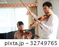 バイオリン レッスンを受ける女の子 32749765