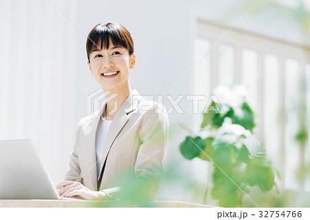ビジネス 女性 32754766