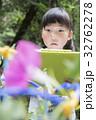 朝顔の観察日記をつける子供 32762278