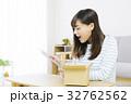 女性 タブレット 通信販売の写真 32762562