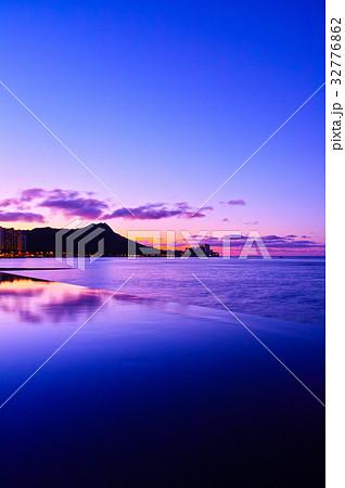 ハワイ 夜明け前のワイキキ 32776862