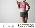 女性 ダイエット ボディパーツ 若い女性 グレーバック フィットネス スポーツ エクササイズ 32777323