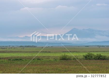 雨が止んだ夏の湿原1 32777852