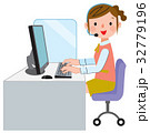 コールセンター 女性 ビジネスのイラスト 32779196