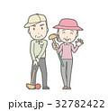 グランドゴルフをしている老人夫婦のイラスト 32782422