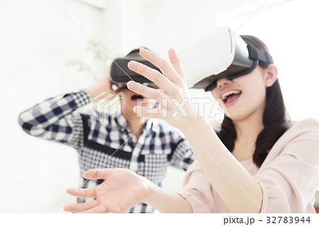 夫婦 VR カップル 女性 家族 男性 ライフスタイル 32783944