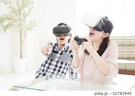 夫婦 VR カップル 女性 家族 男性 ライフスタイル 32783946
