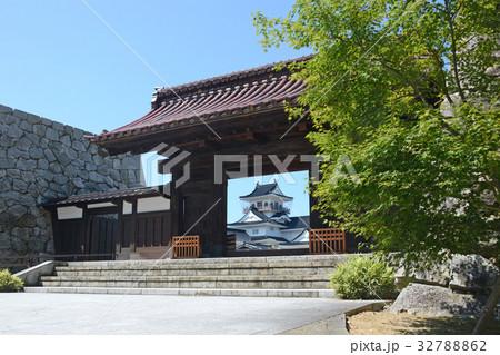 富山城 千歳御門から見た模擬天守 32788862