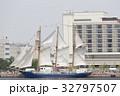 神戸帆船フェスタでセイルドリルした「みらいへ」 32797507