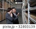 倉庫 男性 女性の写真 32803139