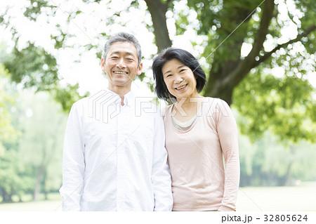 新緑 シニア オシドリ夫婦  32805624