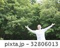 シニア 新緑 男性の写真 32806013