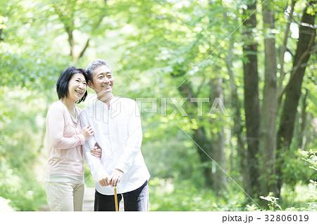 新緑 シニア オシドリ夫婦  32806019