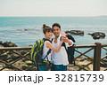 バックパッカー カップル 海の写真 32815739