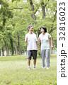 シニア 新緑 人物の写真 32816023