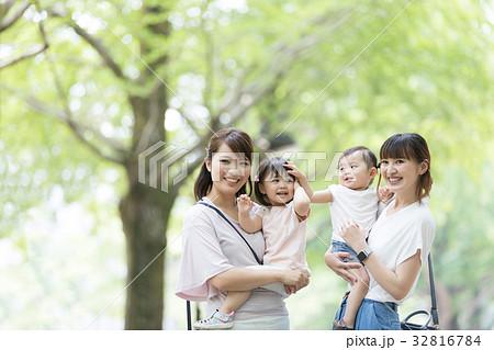 ママ友 母親 育児  32816784