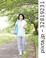 シニア 女性 人物の写真 32819231