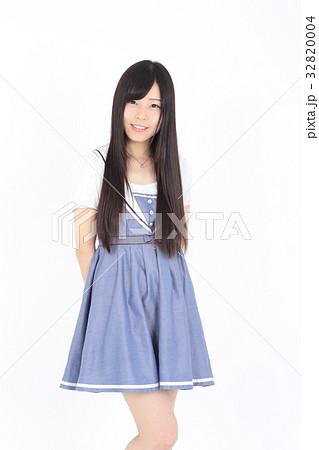 若い女性 ファッション ポートレート 32820004