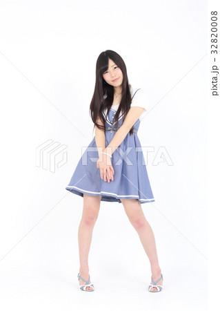 若い女性 ファッション ポートレート 32820008