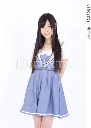 若い女性 ファッション ポートレート 32820019
