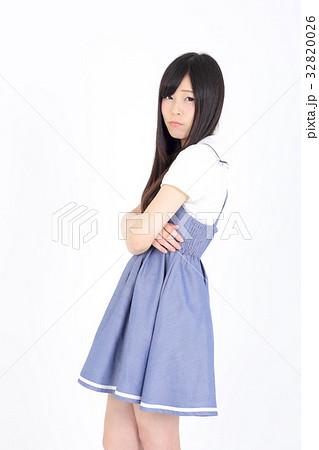 若い女性 ファッション ポートレート 32820026