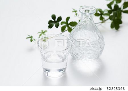 冷酒、水イメージの写真素材 [32823368] - PIXTA
