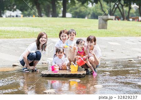 ママ友 母親 育児 水遊び  32829237