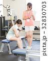 フィットネスジム 女性 筋力トレーニングの写真 32830703