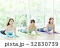 フィットネスジム 女性 エクササイズの写真 32830739