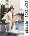 フィットネスジム 女性 筋力トレーニングの写真 32831023