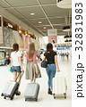 女性 インバウンドツーリスト 成田国際空港の写真 32831983