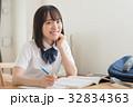 受験勉強する女子高校生 32834363