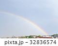 虹と街並み 32836574