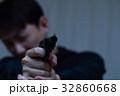 ピストル 拳銃 (犯罪 違法 犯人 悪人 変装 容疑者 事件 犯罪者 不審者 侵入 ギャング) 32860668