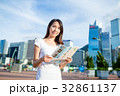 Young woman holding city map 32861137