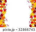 フレーム 紅葉 落葉のイラスト 32866743