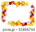 フレーム 紅葉 落葉のイラスト 32866744