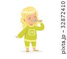 女の子 女児 女子のイラスト 32872410