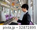 若いビジネスマン(スマホー電車) 撮影協力「京王電鉄株式会社」  32872895