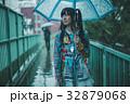 雨 女性 傘の写真 32879068