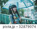 雨 女性 傘の写真 32879074