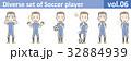 青いユニフォームを着たサッカー選手のイラストvol.06 32884939