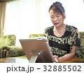 テレビ電話 女性 タブレットの写真 32885502