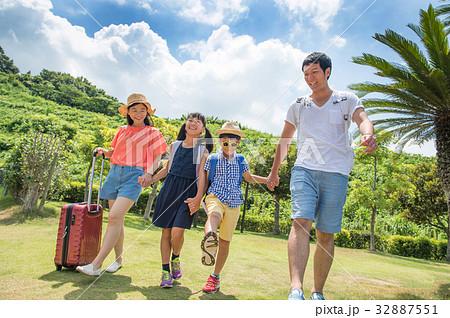 夏休み 小学生 家族旅行 32887551
